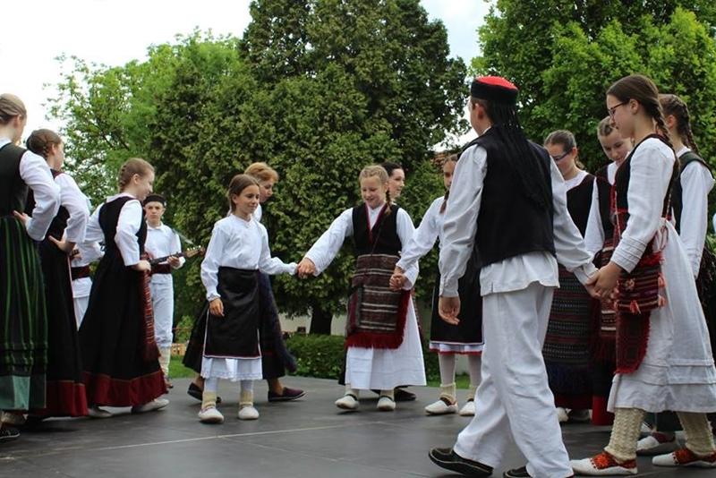 Photo of LJETO FOLKLORA 2019 – bogatstvo pjesme i plesa u Nacionalnom parku Plitvička jezera!
