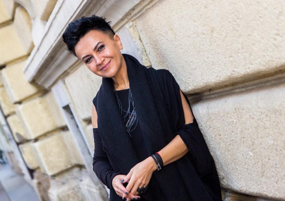 Photo of Almira Medunjanin u samom vrhu prodaje albuma