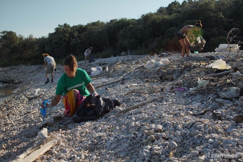 """Photo of PRIOPĆENJE – GREENPEACE: """"Postignuti dogovor zadaje važan udarac pošasti plastike za jednokratnu upotrebu"""""""