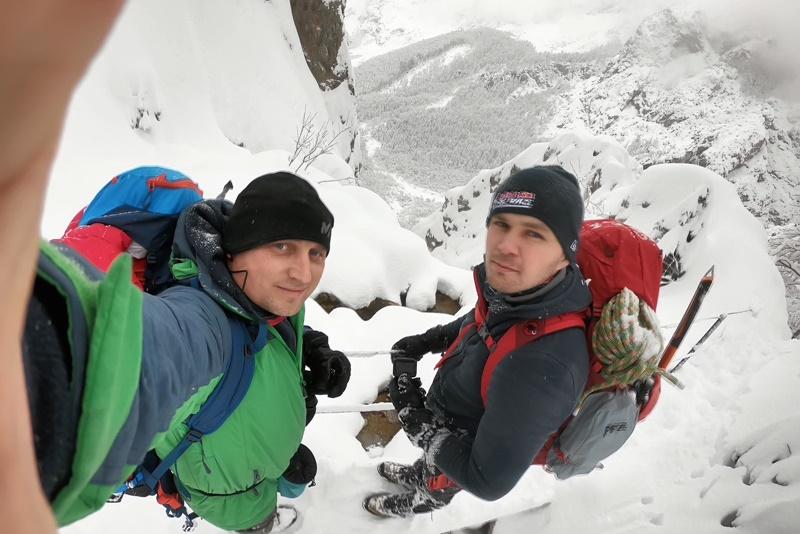Photo of FOTO Avanturisti iz Otočca u zimskoj pustolovini na Kamniškim Alpama!