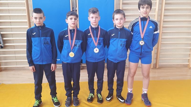 Photo of Gospićki hrvači osvojili dva zlata na jakom međunarodnom turniru u Sesvetskom Kraljevcu