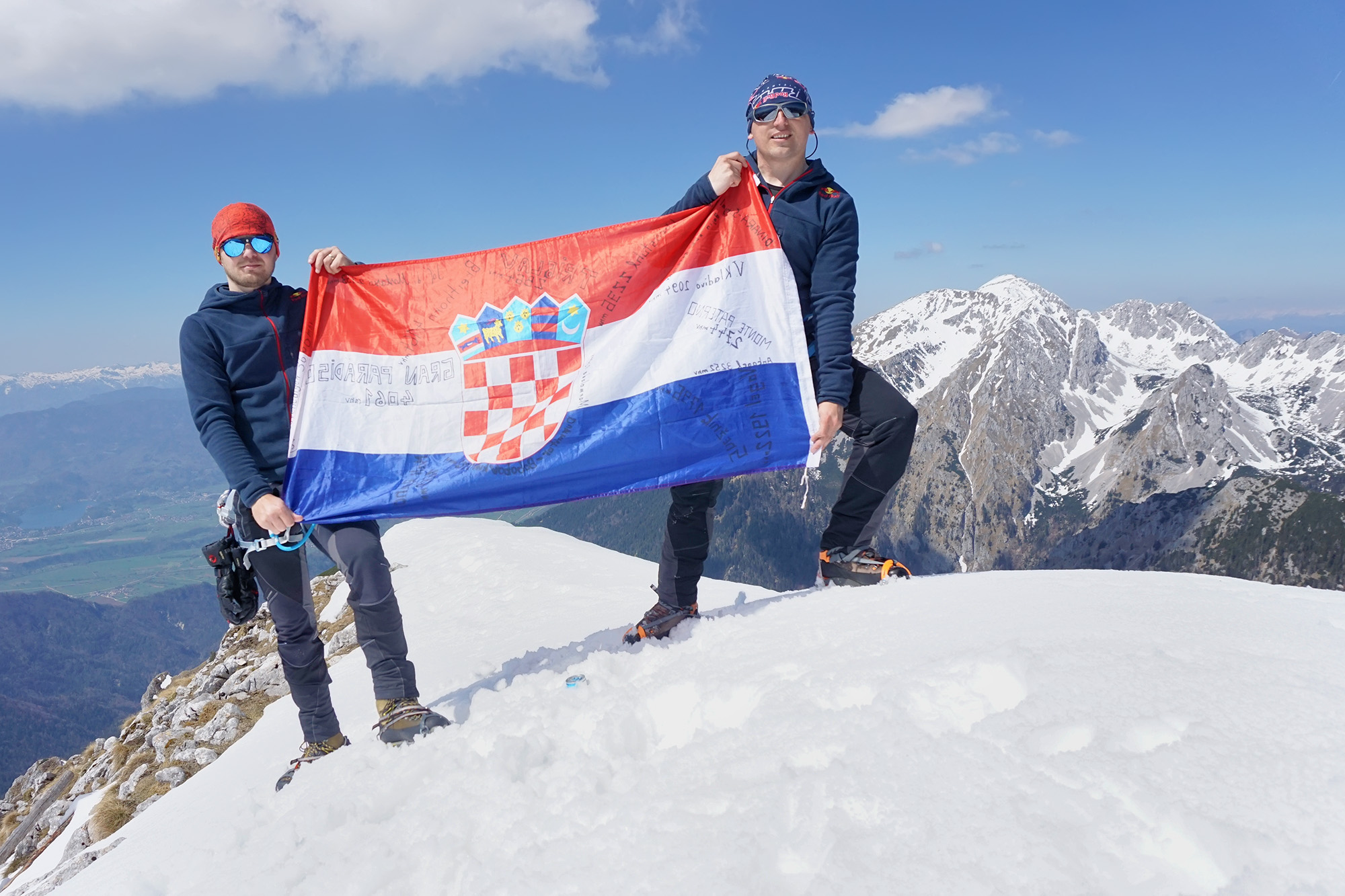 Photo of Ovog Uskrsa avanturistički dvojac iz Otočca popeo se na Begunjščicu (2060 mnv)