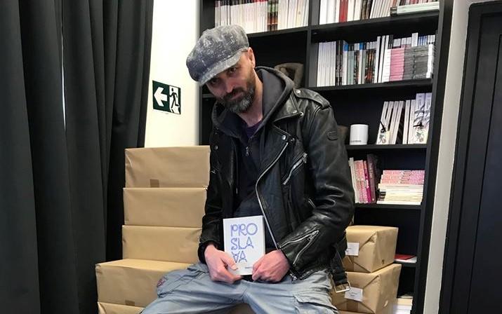 Photo of Karakaš o rečenici iz novog romana koja je dignula Ličane na noge: To je ludilo, ne smijem doći ni u gostionu u Brinju