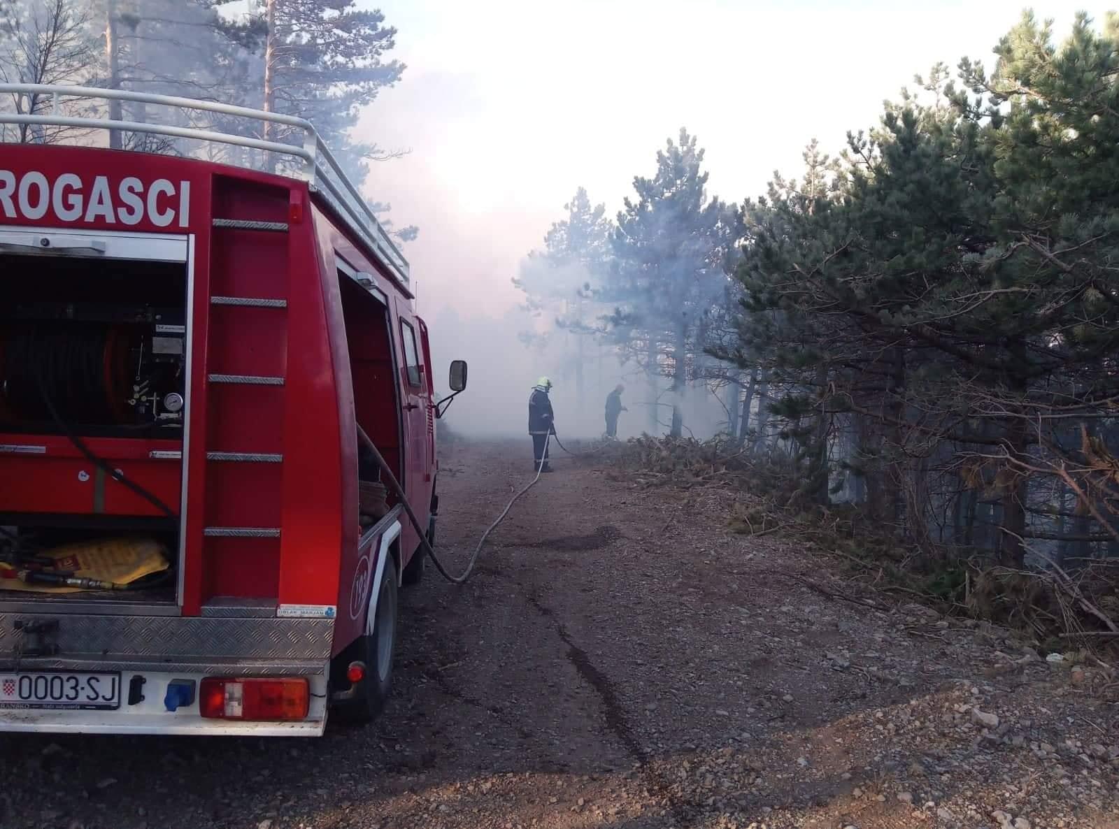 Photo of Senjski vatrogasac Željko Prpić Vuk 50 godina u plemenitoj misiji: Još bih ja na brdo, ali ne da mi zakon