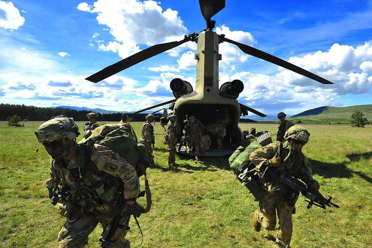 Photo of VIDEO Pogledajte kako je izgledao zračni desant američkih snaga na vojni poligon kod Slunja!