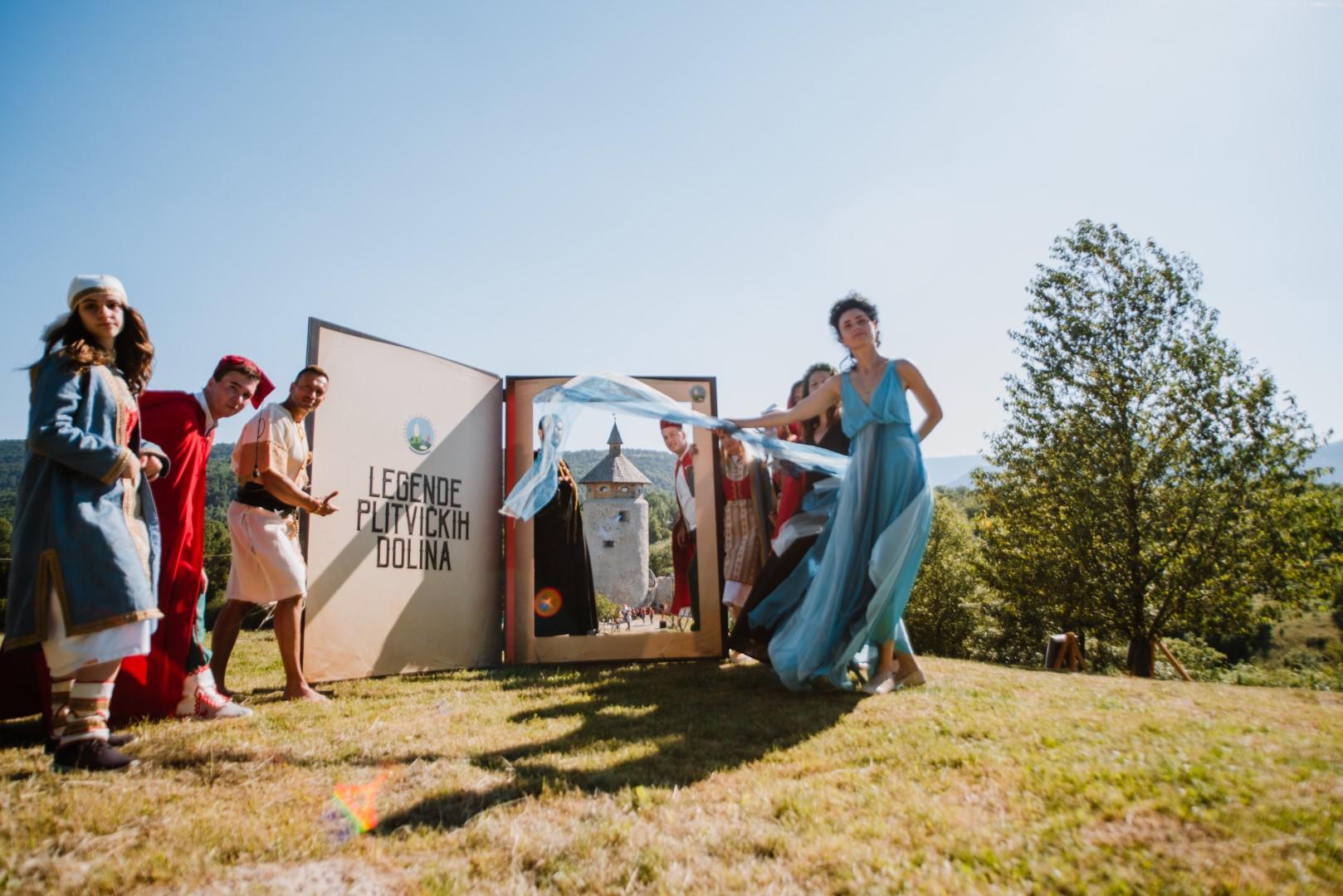 Photo of FOTO Legende Plitvičkih dolina uspjele; posjetitelji upoznali Kvaternika i pogledali Winnetoua pod zvijezdama u Drežniku