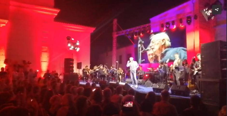 Photo of VIDEO Pogledajte atmosferu s koncerta u Oliverovu čast u njegovoj rodnoj Vela Luci!