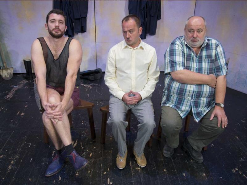 """Photo of NOVALJSKI TRIJATAR U nedjelju ne propustite komediju Kerekesh Teatra """"Pokopaj me nježno""""!"""