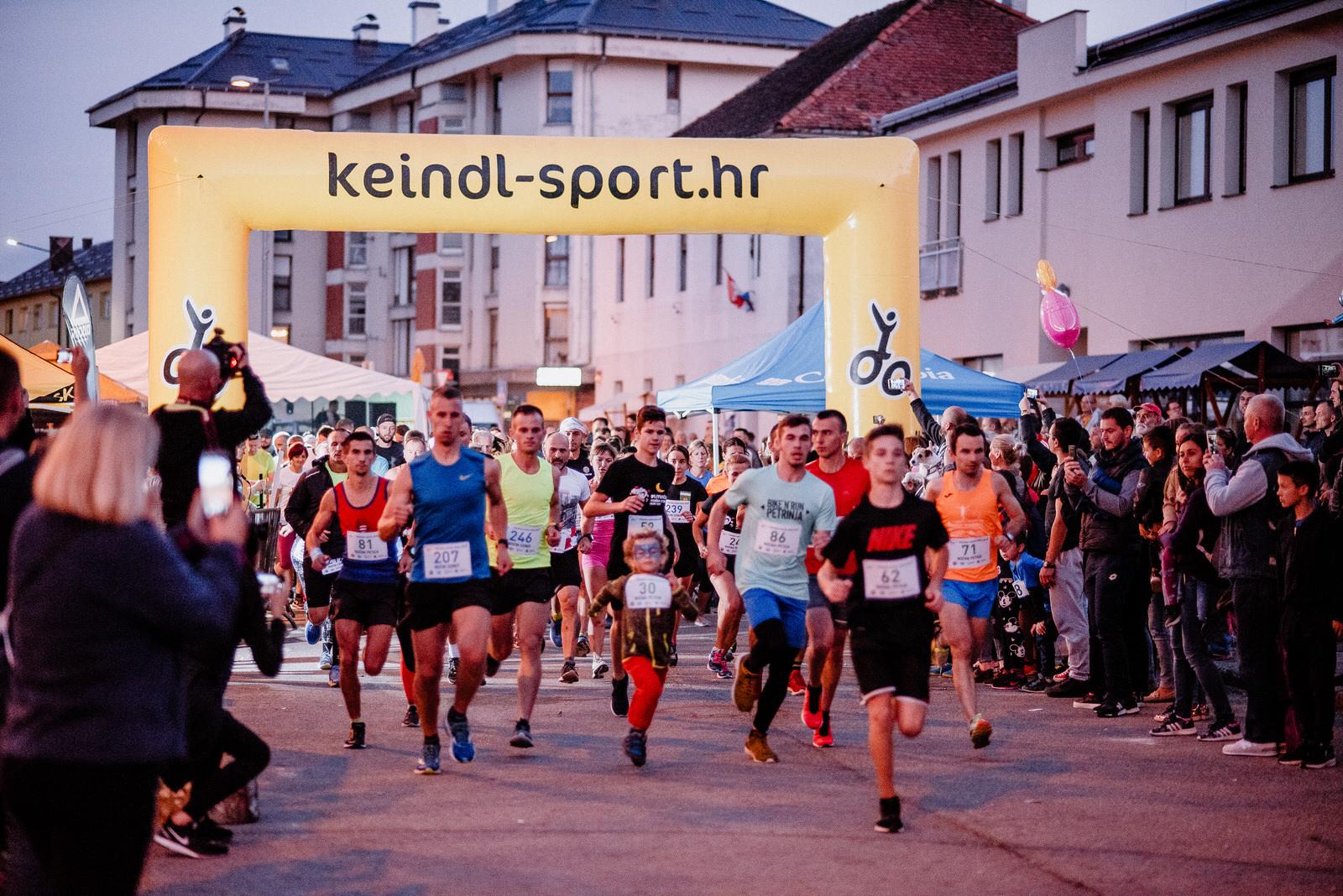 Photo of FOTO Noćni cener i petica okupili oko dvije stotine trkača u centru Korenice!