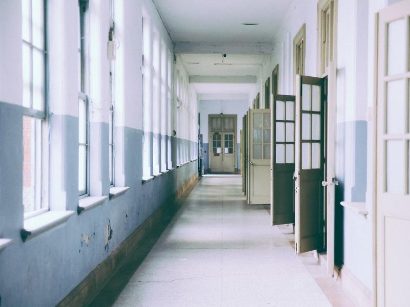 Sutra neće biti nastave u školama četiri županije