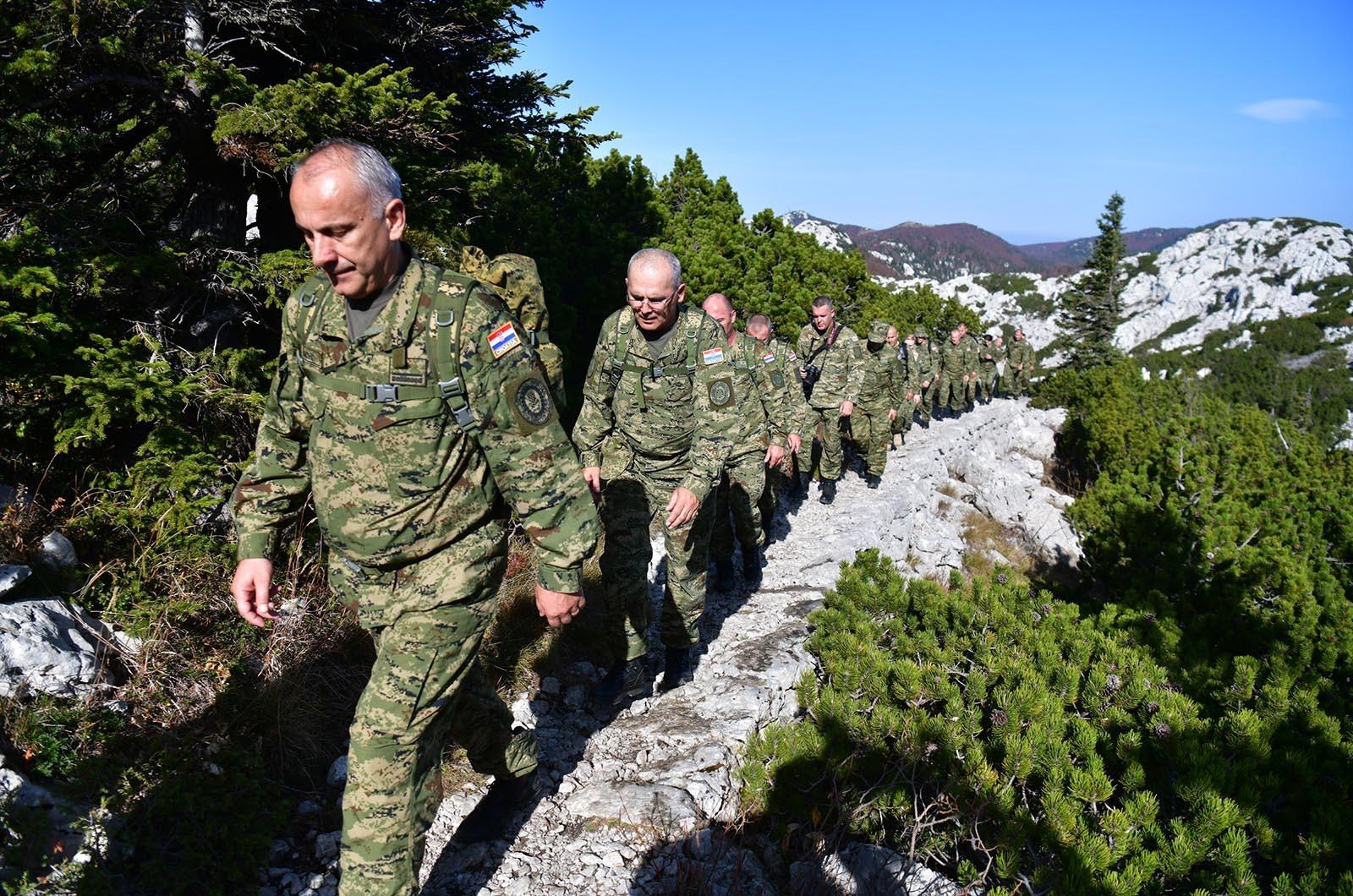 FOTO Hodnja na Velebit dokazala snagu Hrvatske vojske i ojačala timski duh