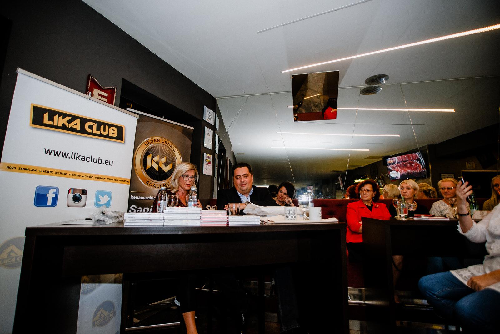 Photo of FOTO Book cafe Paradiso ugostio poznatog motivacijskog stručnjaka dr. Kenana Crnkića