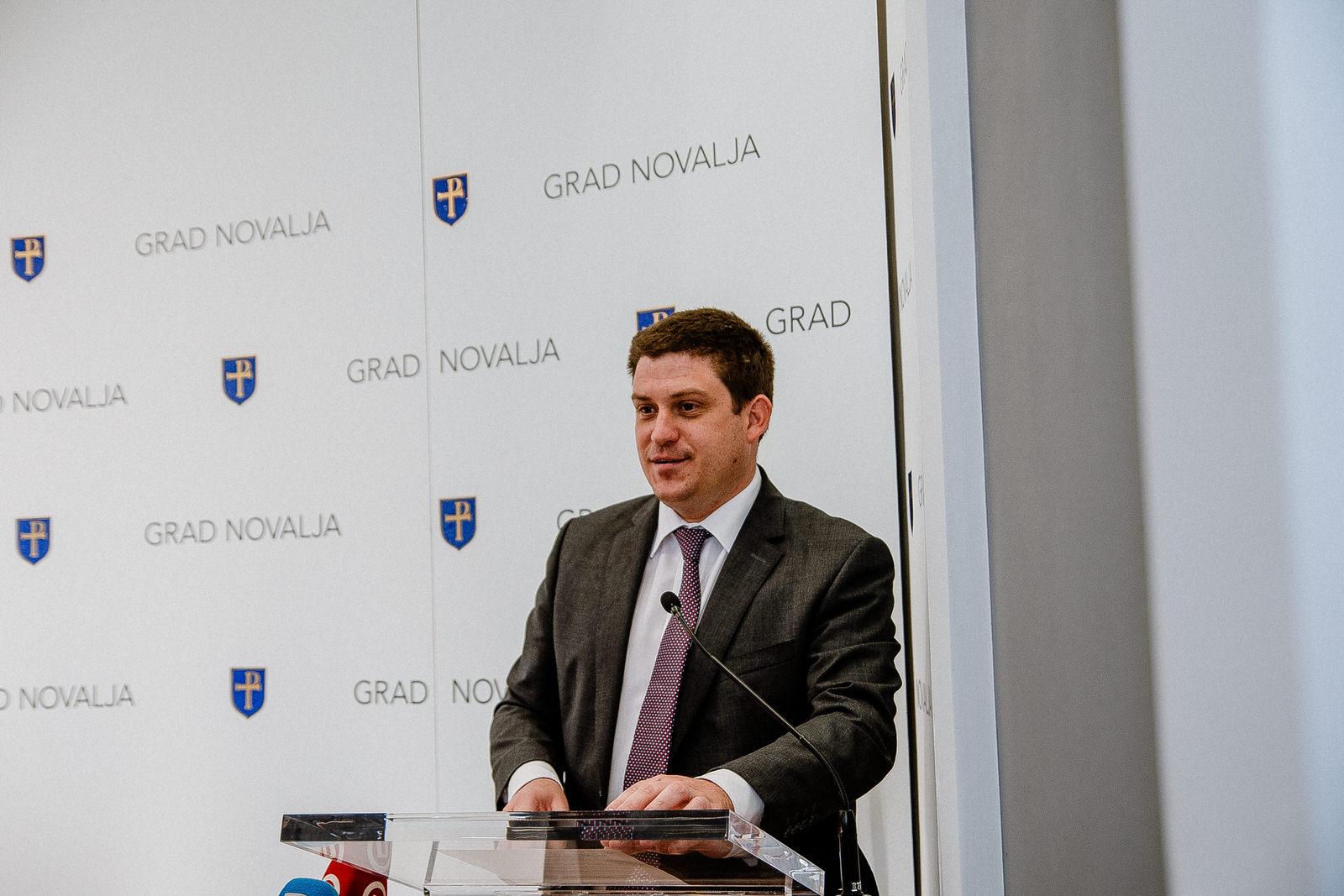 likaclub_novalja_potpisivanje-ugovora-žigljen_2019-16