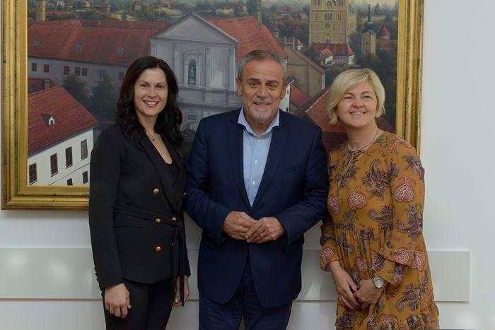 Photo of Najuzornija hrvatska seoska žena kod gradonačelnika Bandića
