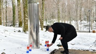 Photo of FOTO Predsjednik Milanović odao počast redarstveniku Josipu Joviću, prvoj žrtvi Domovinskog rata