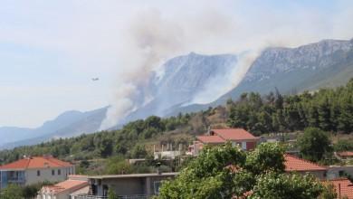 Photo of FOTO Veliki požar iznad Kaštela, gasi ga 100 vatrogasaca i 4 kanadera