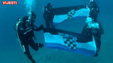 Photo of VIDEO Na 40 metara dubine raširili hrvatske zastave