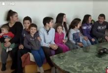 """Photo of VIDEO RTL posjetio obitelj koja ima 11 djece, a jedno se rodilo u autu! Otac: """"Ja sam bio babica…"""""""