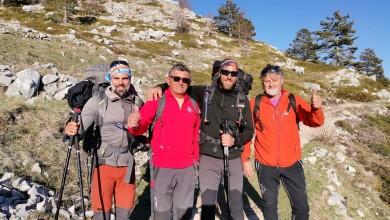 """Photo of Legendarni Stipe Božić podržao humanitarnu akciju """"1100 kilometara za 1100 terapija"""" i pridružio se planinarima na Biokovu"""