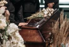 """Photo of Svećenik pijan predvodio pogreb: """"Naslonio se na lijes, rekao da izgledamo kao Zorroi"""""""