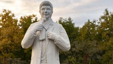 Photo of FOTO U Novoj Gradiški otkriven spomenik neprežaljenom Toši Proeskom