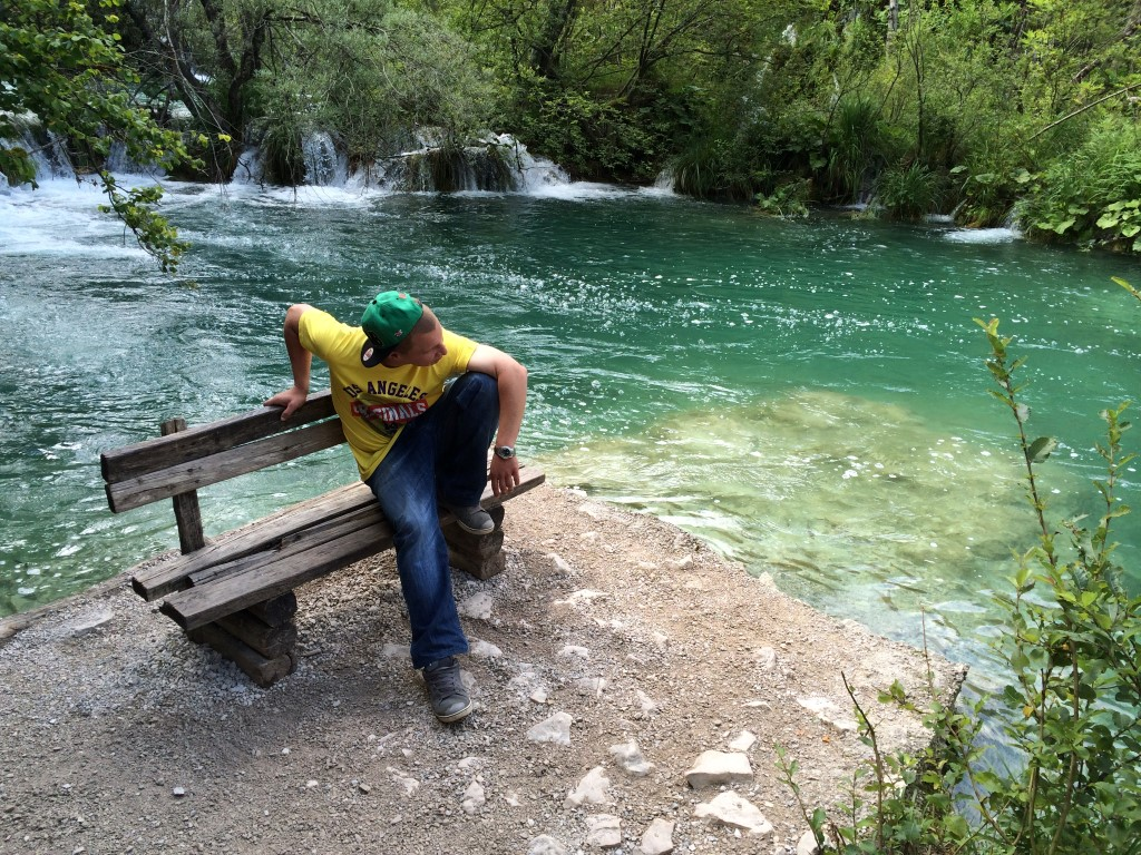 "Photo of POGLEDAJTE TRAILER video spota ""ZA PLITVICE RAP"" u izvedbi ličkog repera Dreyfussa!"