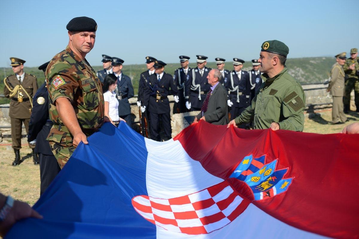 Photo of Sretan vam Dan pobjede i domovinske zahvalnosti!