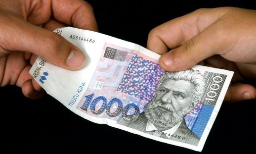 Photo of OTOČAC Banci vratio novac iz bankomata, pa ga stigla sreća na kladionici!