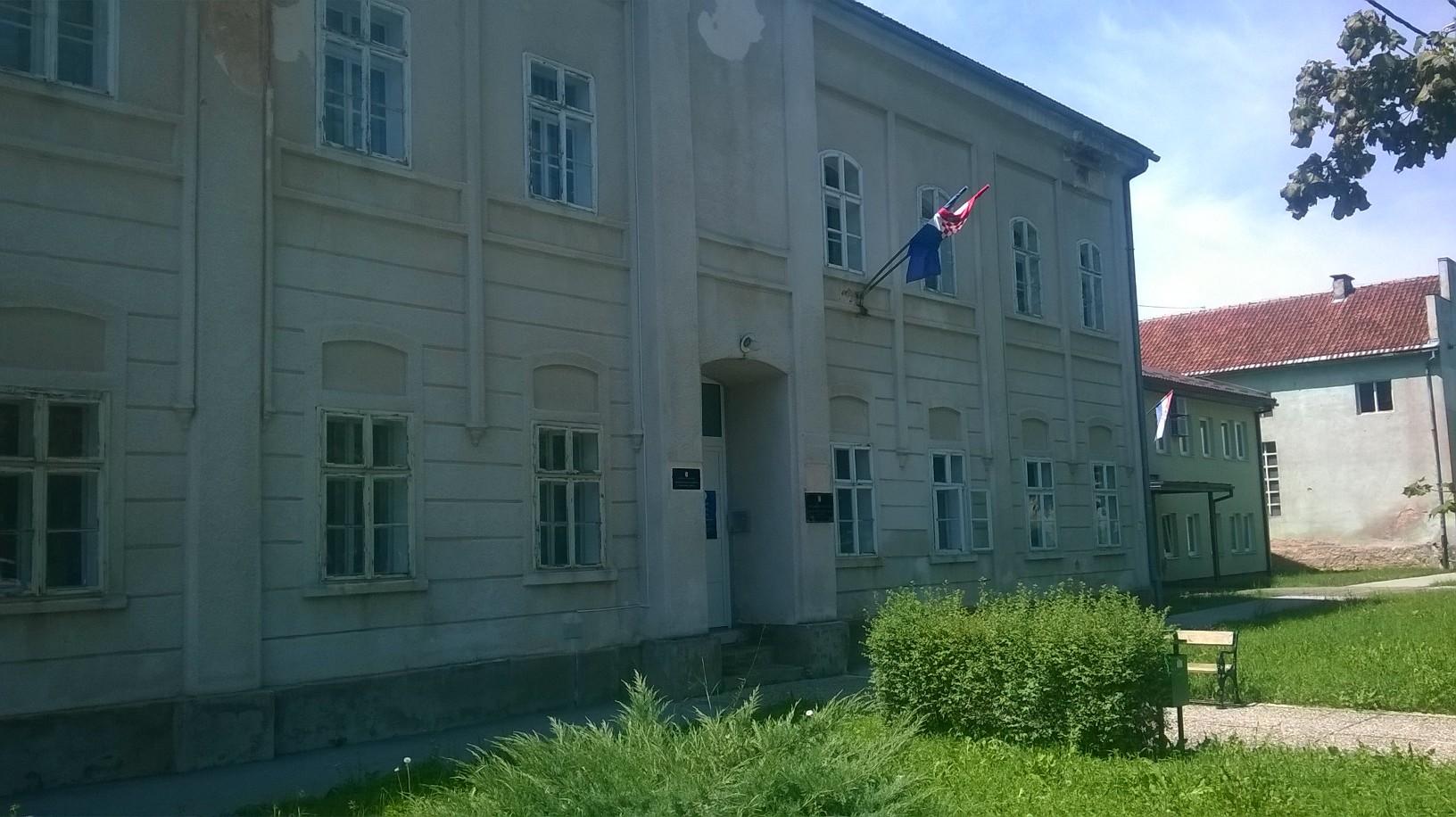 Photo of SREDNJA.HR: U Otočcu 300 studenata gladuje