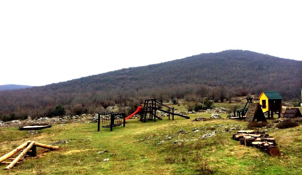 Photo of PRIPREME ZA 2015.: Izgrađen dječji park u Grabovači