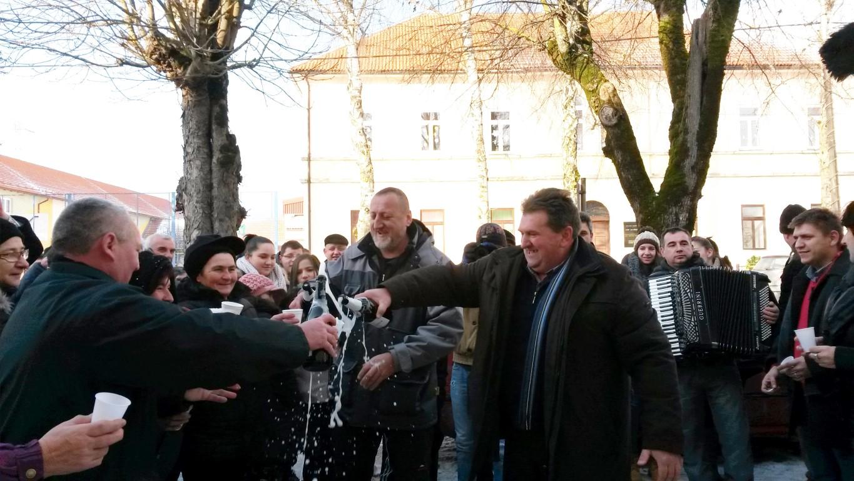 Photo of Općina BRINJE u Lici prva dočekala NOVU 2015.
