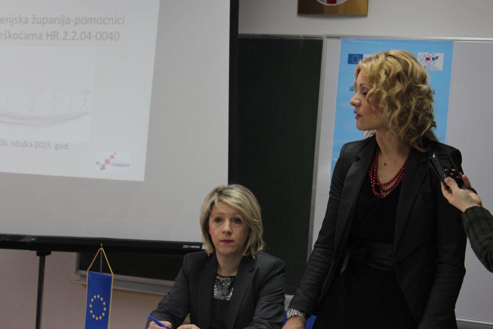 """Photo of U Otočcu održana konferencija """"LSŽ- pomoćnici za učenike s poteškoćama"""""""