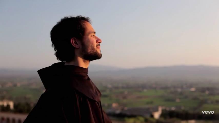 Photo of Karizmatični fratar anđeoskog glasa Fra Alessandro stiže u Hrvatsku