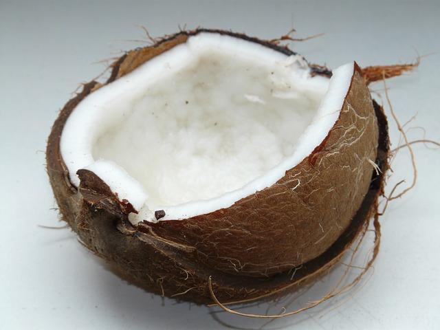 Photo of Kokosovo ulje u službi ljepote- odstranjuje šminku, hidratizira kožu, osvježava dah…