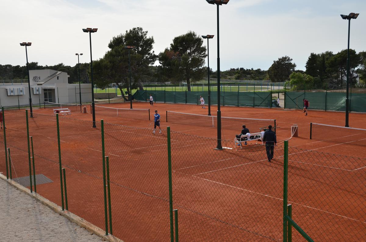 Photo of Zajedničkom akcijom ostvaren san o tenis terenima u Novalji