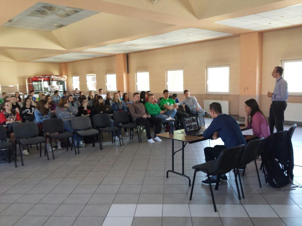 Photo of Studentski Zbor Gacke održao predavanje ličkim maturantima