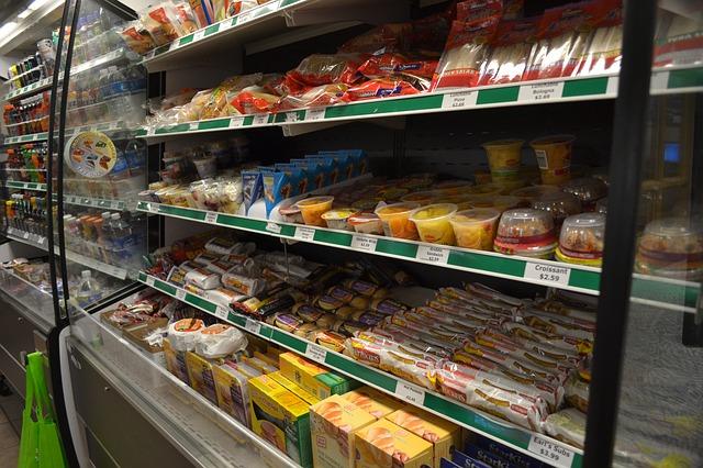 Photo of Novi francuski zakon zabranjuje bacanje viška hrane