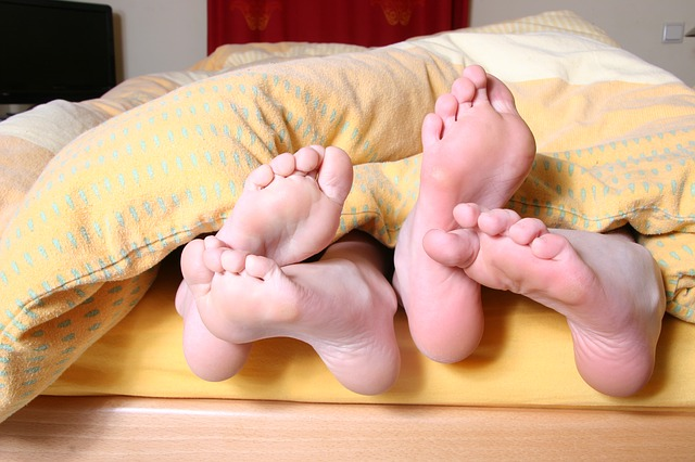 Photo of Zašto ponekad noću izbacimo nogu izvan pokrivača?