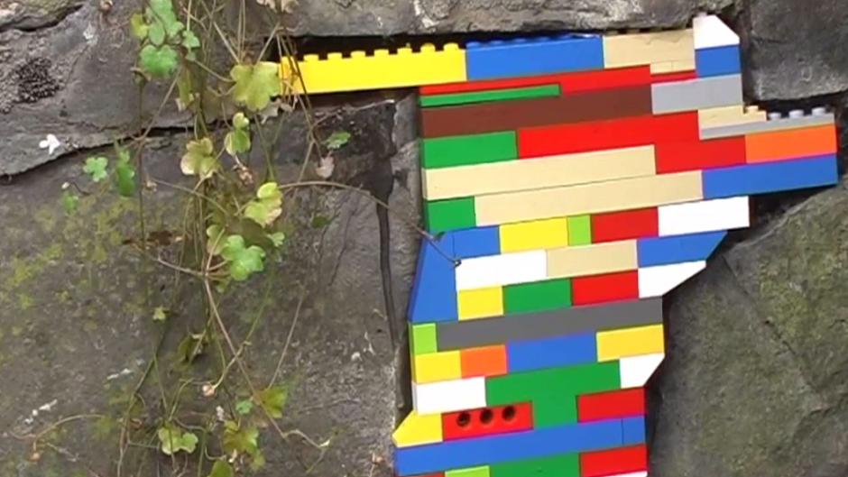 Photo of U Zagreb stiže umjetnik koji oštećena pročelja popunjava Lego kockicama