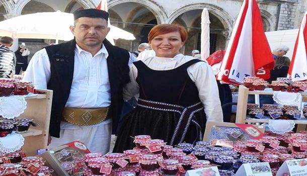 """Photo of IZDVAJAMO – OPG Hećimović: """"Vratili smo se iz Njemačke i već treću godinu izlažemo na Jeseni u Lici"""""""