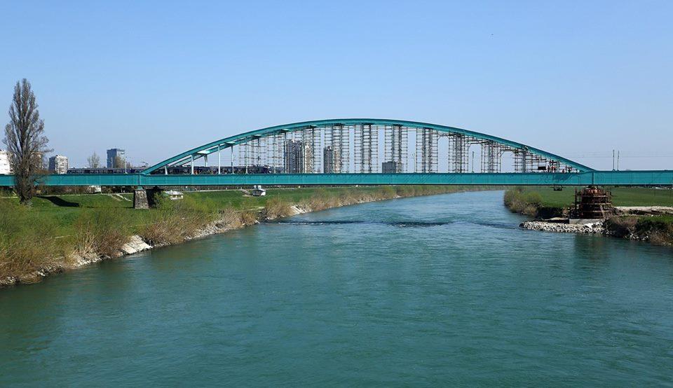 Photo of Facebookovci se aktivirali za preimenovanje Savskog mosta: ŽELIMO HENDRIXOV!