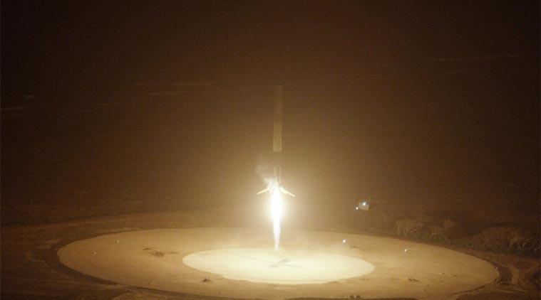 Photo of Vertikalno prizemljena raketa prethodno lansirana u svemir