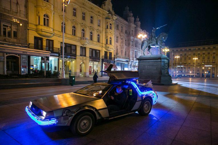 Photo of DeLorean na Trgu bana Josipa Jelačića! Pogledajte zašto