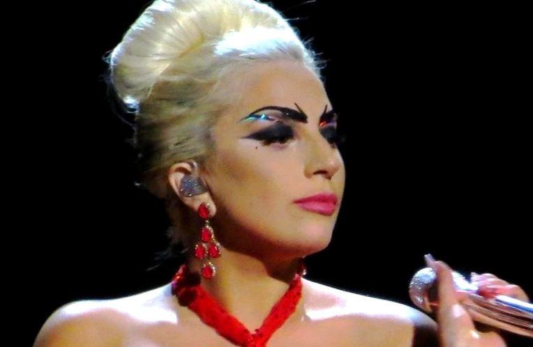 Photo of Na dodjeli Grammyja Lady Gaga pjevat će u čast Bowieja