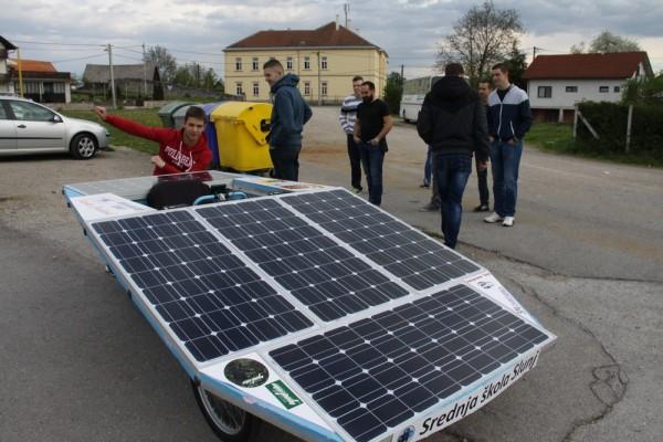 Photo of Đaci slunjske srednje škole napravili auto na solarni pogon