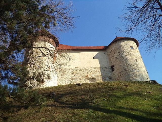 Photo of Dubovac: Stara utvrda iznad grada na 4 rijeke