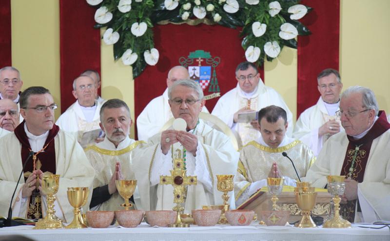 Photo of Zaređen novi gospićko-senjski biskup Zdenko Križić