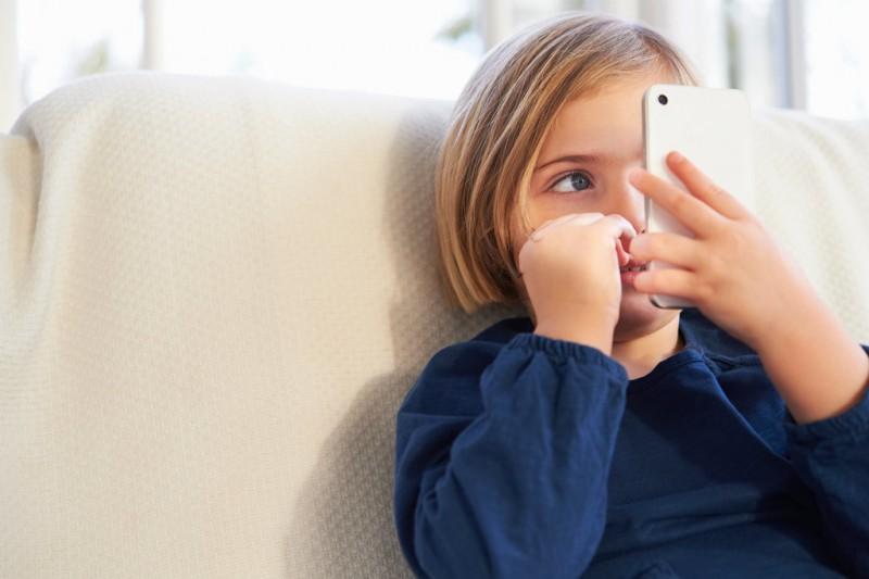 Photo of 3 pravila koja morate znati prije nego djetetu kupite mobitel