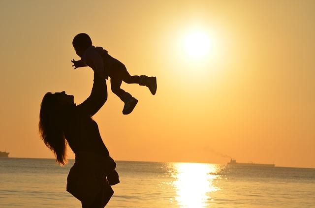 Photo of Pjesma o majčinstvu koja će rastužiti svaku majku