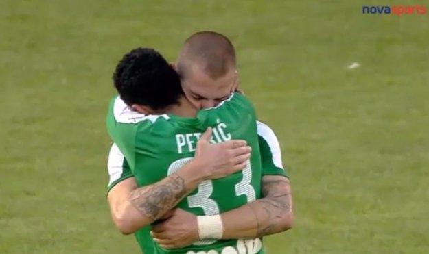 Photo of Posljednja utakmica: Mladen Petrić se oprostio od suigrača i navijača